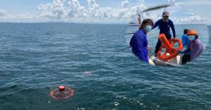 สสน. - มก. ปล่อย 'กระแสสมุทร#5' ทุ่นลอยติดตามกระแสน้ำในทะเลฝั่งอันดามัน